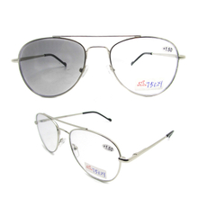 Photochromic bifocal reading glasses